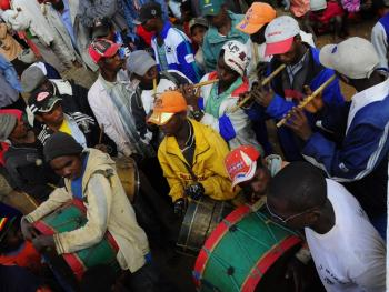 马达加斯加捡骨葬08