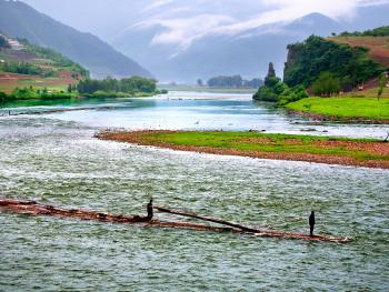 鸭绿江放木排