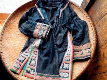苗族织布成衣13