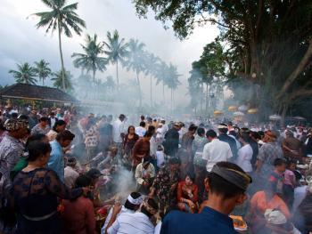巴厘岛的火葬仪式14