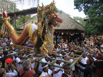 巴厘岛的火葬仪式02