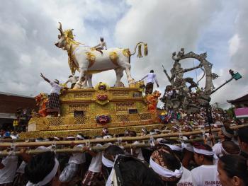 巴厘岛的火葬仪式05