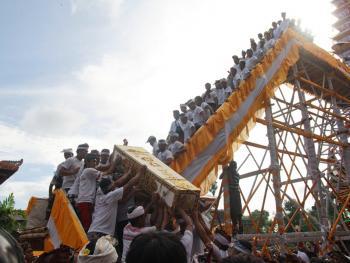 巴厘岛的火葬仪式07
