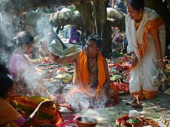孟加拉妇女的榕树崇拜08