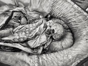 殡仪倌阿玛多•拉巴尔09
