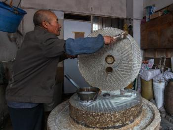 满族石磨水豆腐12