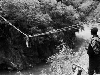 独龙江的桥