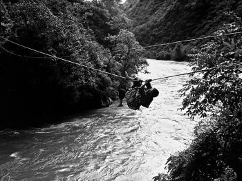 独龙江的桥02