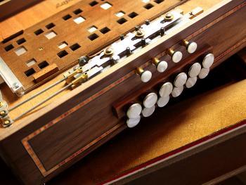 传统手风琴制作10