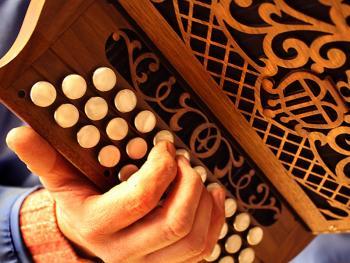 传统手风琴制作13