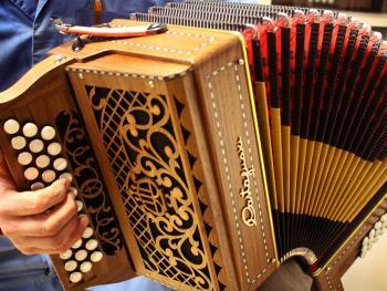 传统手风琴制作14