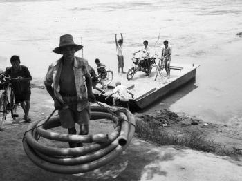 河里圈拉纤渡船02