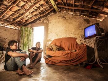 听广播看电视的巴西人06