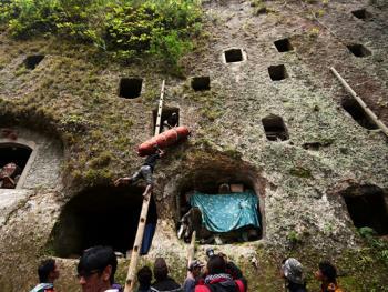 托拉雅人扫墓仪式13