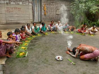 西孟加拉邦泥中抢椰子游戏12
