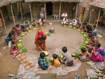 西孟加拉邦泥中抢椰子游戏13
