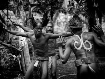 小南巴斯人的传统服饰