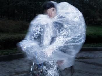 穿雨衣的杭州人