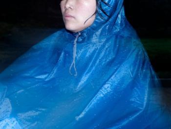 穿雨衣的杭州人09