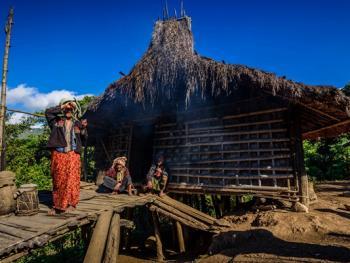缅甸钦族的纹面1