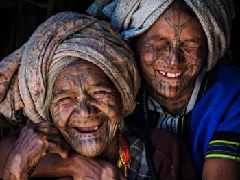 缅甸钦族的纹面6