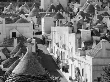 意大利乡村传统石顶小屋建筑02