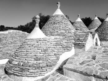 意大利乡村传统石顶小屋建筑