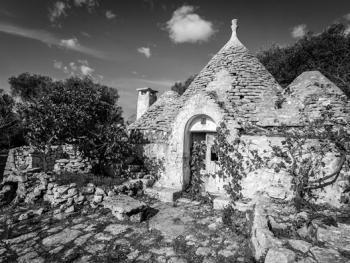 意大利乡村传统石顶小屋建筑09