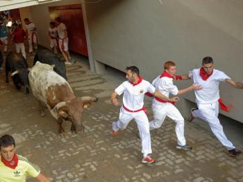 圣费尔明奔牛节