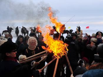 鄂温克祭火03