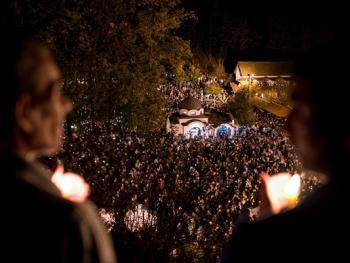塞尔维亚东正教信徒守夜仪式10