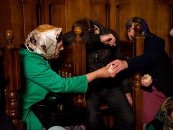 塞尔维亚东正教信徒守夜仪式11