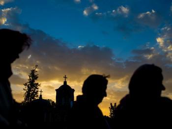 塞尔维亚东正教信徒守夜仪式14
