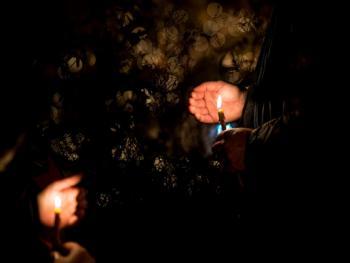 塞尔维亚东正教信徒守夜仪式08