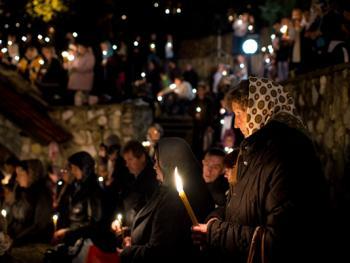 塞尔维亚东正教信徒守夜仪式