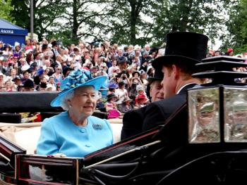 阿斯科特赛马会上的女士帽子10