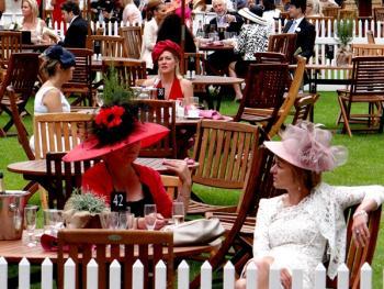 阿斯科特赛马会上的女士帽子12