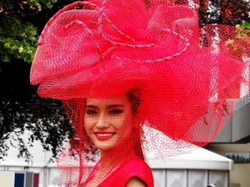 阿斯科特赛马会上的女士帽子