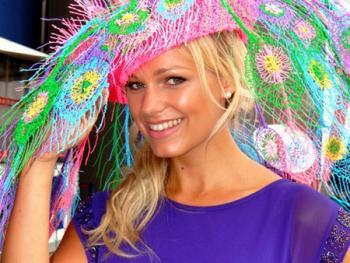 阿斯科特赛马会上的女士帽子03