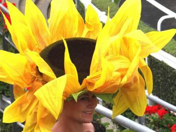 阿斯科特赛马会上的女士帽子04