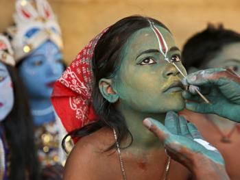 印度神话人物的装扮过程02