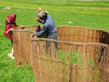伊朗游牧民族的生活习俗01
