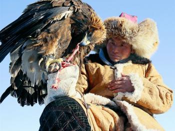 阿勒泰山的哈萨克猎鹰人12