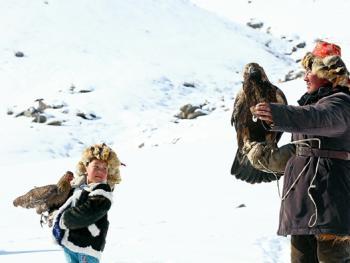 阿勒泰山的哈萨克猎鹰人14