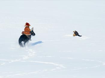 阿勒泰山的哈萨克猎鹰人09