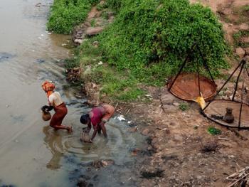 希拉巴提河妇女小网捕鱼10