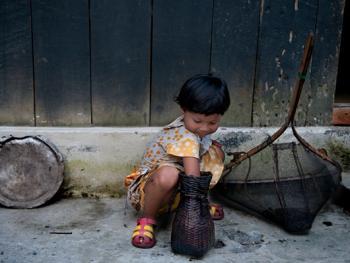 希拉巴提河妇女小网捕鱼13