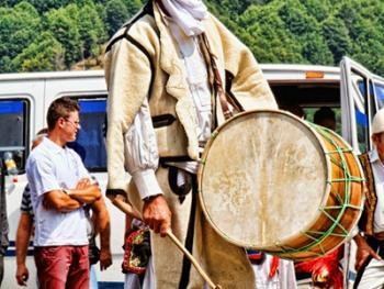 阿尔巴尼亚北部山区的节日01