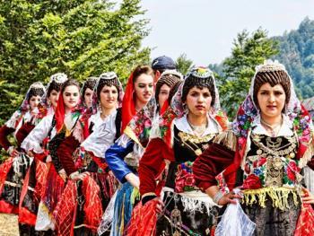 阿尔巴尼亚北部山区的节日02