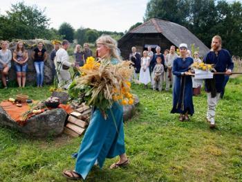 立陶宛圣母升天节09